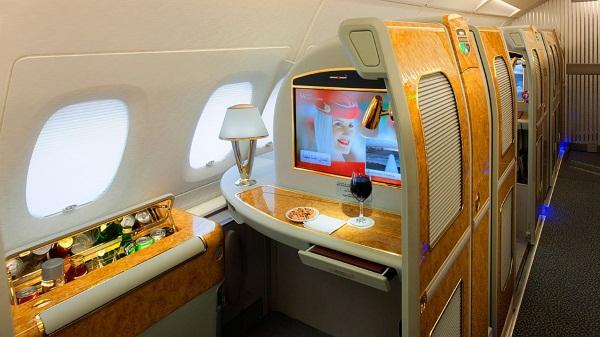 Первый класс в самолете. Сколько стоит, чем отличается от эконом, бизнес-класса. Аэрофлот, Emirates, Lufthansa, British Airways