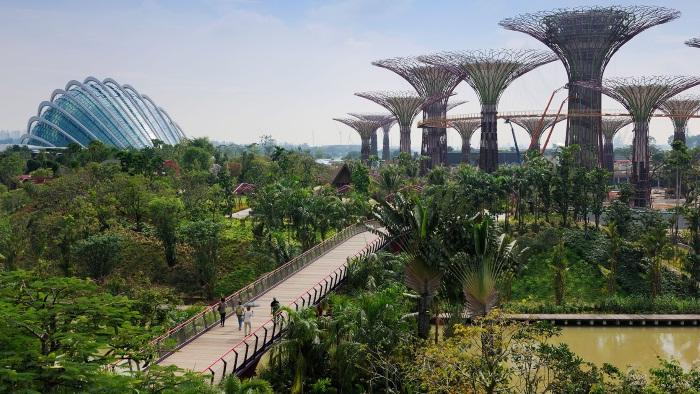 Отель с бассейном на крыше Marina Bay Sands Сингапур (Марина Бэй Сэндс). Фото, цены, факты