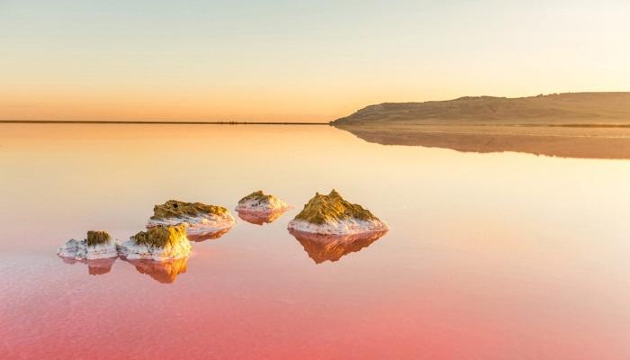 Розовое озеро в Крыму: где находится, Евпатория, Керчь. Как доехать, можно ли купаться
