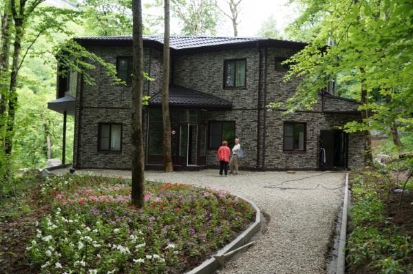 Адыгея, Каменномостский. Гостиницы, базы отдыха с бассейном, термальными источниками, у реки, отели в горах. Цены