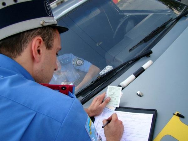 Как проверить задолженность перед выездом за границу и штрафы по фамилии, ИНН. Госуслуги, ФССП в России, Беларуси, Казахстане