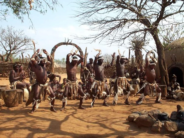 Дикие племена Африки. Обычаи, жизнь женщин, мужчин и детей. Видео