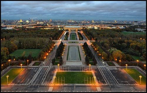 Елисейские Поля в Париже. Фото