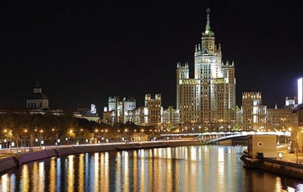 Куда сходить в Москве с девушкой на выходных, ночью, где можно уютно посидеть, на свидание