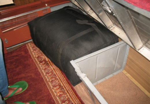 Расположение мест в вагоне плацкарта. Схема розеток, аварийные выходы, фото