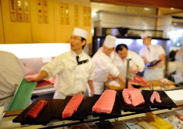 Топ-10 национальных блюд Японии. Список, названия на русском, суши и роллы