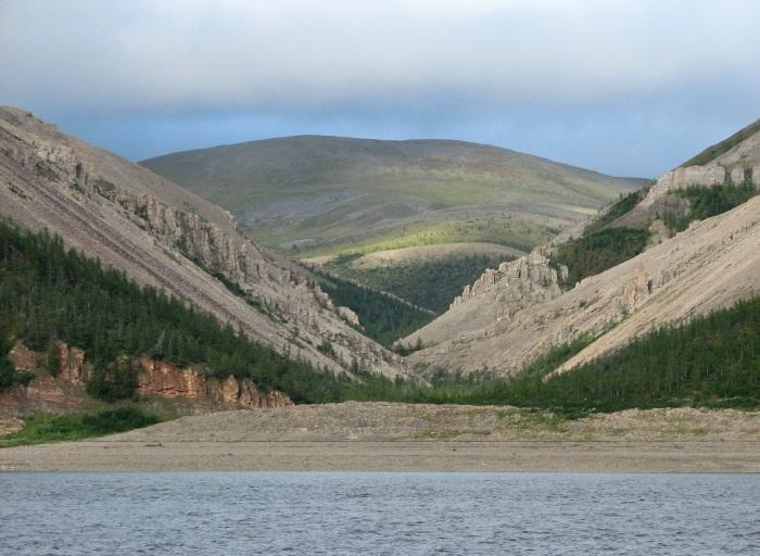 Верхоянский хребет на карте России. Где находится, высота, полезные ископаемые, наивысшая точка