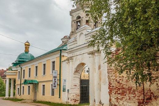 Борисоглебский монастырь Торжок. История, адрес, расписание богослужений, описание