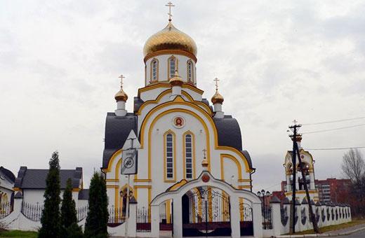 Храм Успения Пресвятой Богородицы в Путинках. Расписание богослужений, история, адрес