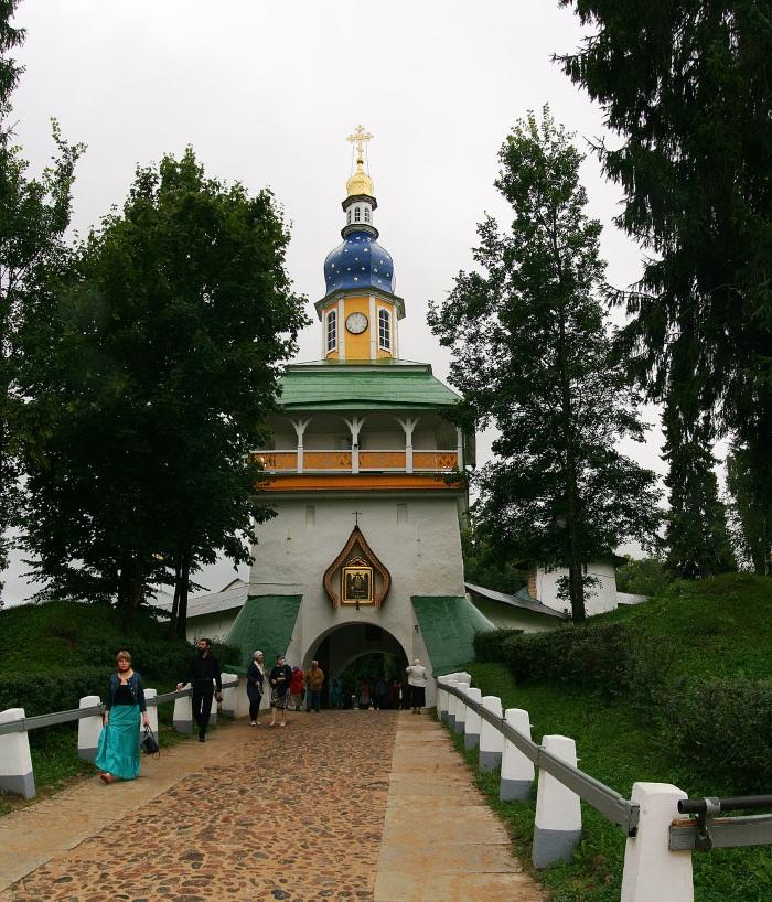 Псковско-печерский монастырь. Пещеры, фото, история, как добраться