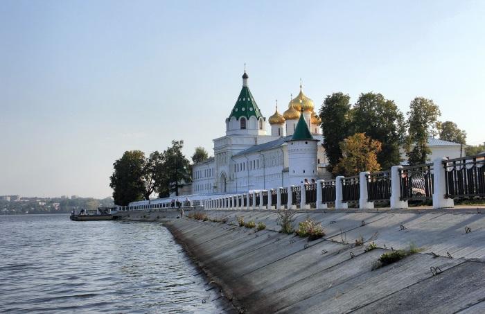 Путешествие по Золотому кольцу России на автобусе, автомобиле. Экскурсии. Маршруты и цены