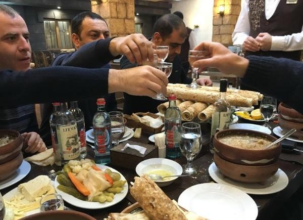 Армянские традиции и обычаи в семье, на свадьбе и другие. Презентация с фото для детей