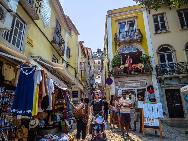 Что привезти из Португалии в подарок, из еды, сувениры. Цены и идеи