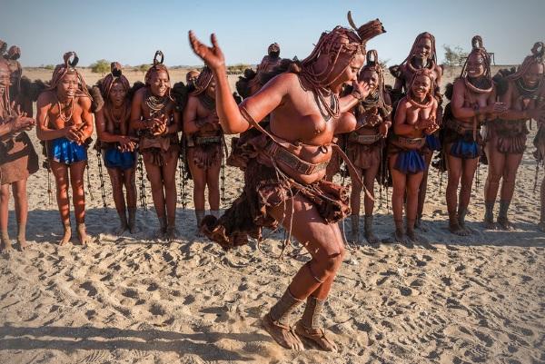 Девушки племени Химба. Фото, красивые в полный рост, как живёт народ