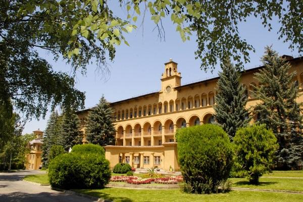 Лучшие санатории Кисловодска с бассейном, шведским столом, лечением. Рейтинг и отзывы