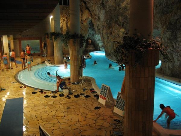 Мишкольц-Тапольца, Венгрия. Термальные купальни, достопримечательности, фото