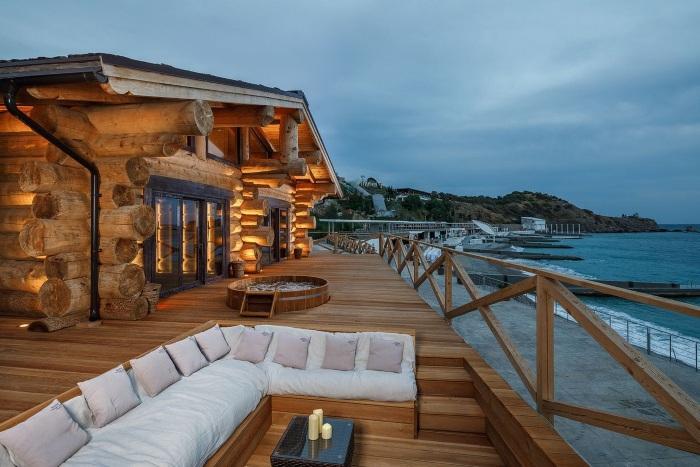 Отели Крыма на берегу моря для отдыха с детьми с собственным пляжем. Названия, цены, отзывы