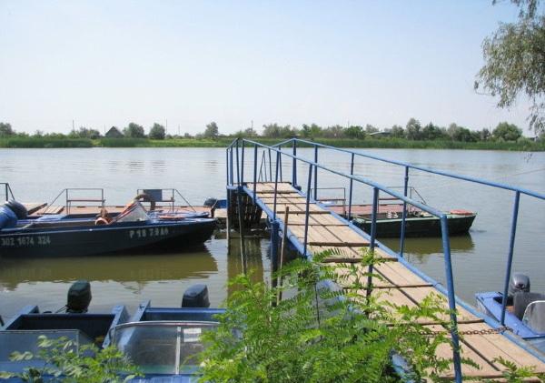 Лучшие рыболовные базы в Астрахани: Раскаты, Путина, На Крючке, Икра, Лебедь, Изумрудный город, Наша фазенда Цены и отзывы