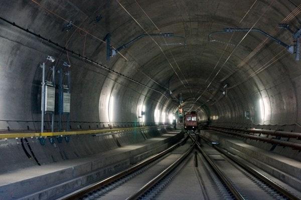 Самые длинные тоннели в мире под водой, для поезда. Фото и описание