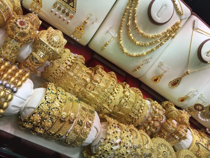 Что привезти из Арабских Эмиратов (ОАЭ) в подарок, в качестве сувенира, и что нельзя вывозить