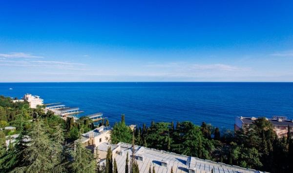 Эллинги в Крыму на берегу моря. Ппесчаный пляж: Феодосия, Коктебель, Орджоникидзе