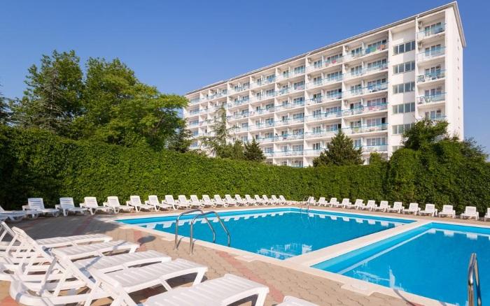 Отели Геленджика с собственным пляжем, на первой линии, питанием Все включено, крытым бассейном, детской площадкой