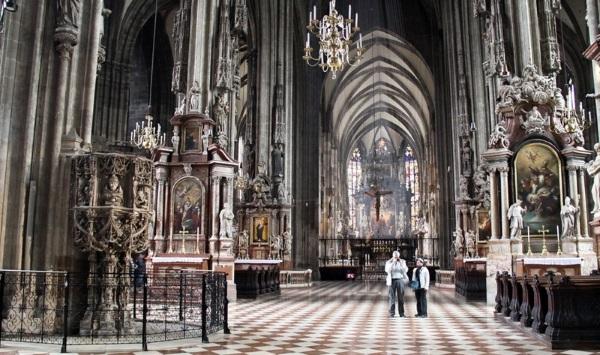 Знаменитый средневековый собор