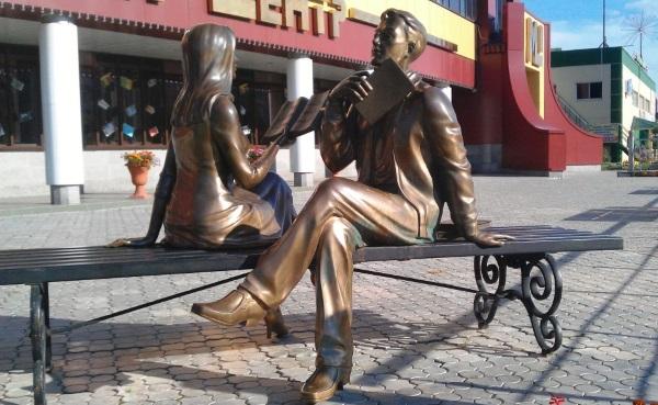Петербургский ангел на скамейке с зонтом. Где находится, адрес, история, приметы, аналоги, интересные факты