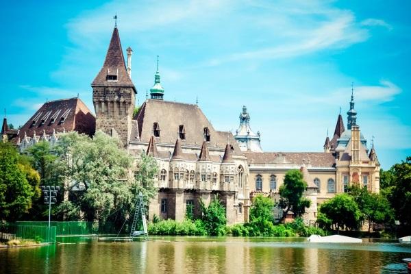Замок Вайдахуняд в Венгрии, Будапешт. Фото, часы работы, история, как добраться