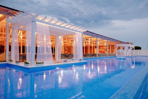 Отели в Сочи на берегу моря с бассейном, Все включено, для отдыха с детьми