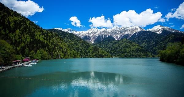 Озеро Рица в Абхазии - небольшое чудо природы -