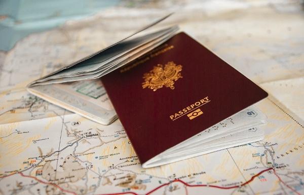 Гражданство Чехии для россиян. Как получить при покупке недвижимости, рождении ребенка, открытии фирмы