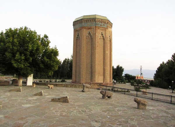 Нахичеванская автономная республика, Азербайджан. Достопримечательности, границы, города