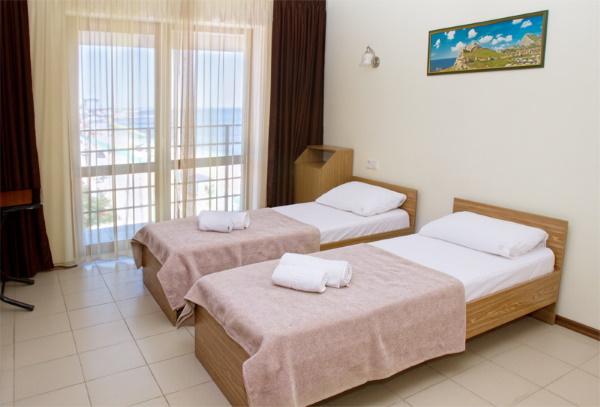 Отели Феодосии на берегу моря с бассейном, пляжем, Все включено. Цены, отзывы