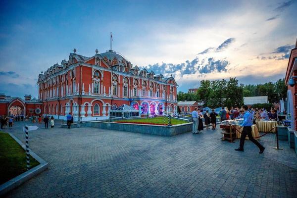 Петровский Путевой дворец в Москве. История, фото, отель, экскурсии, интересные факты