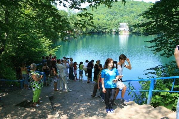 Чегем, Кабардино-Балкария. Фото города, водопады, ущелье, голубое озеро