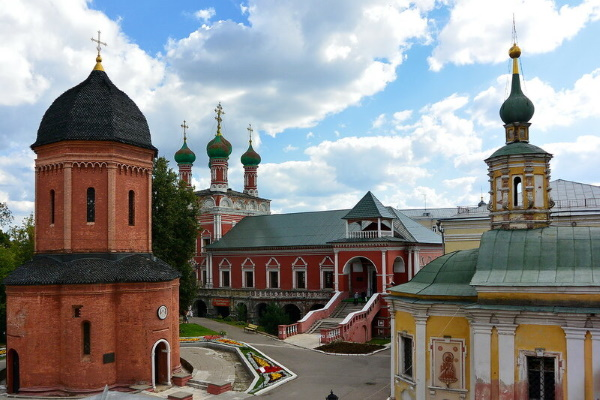 Высоко-Петровский монастырь мужской в Москве. Расписание богослужений, фото, история, как добраться
